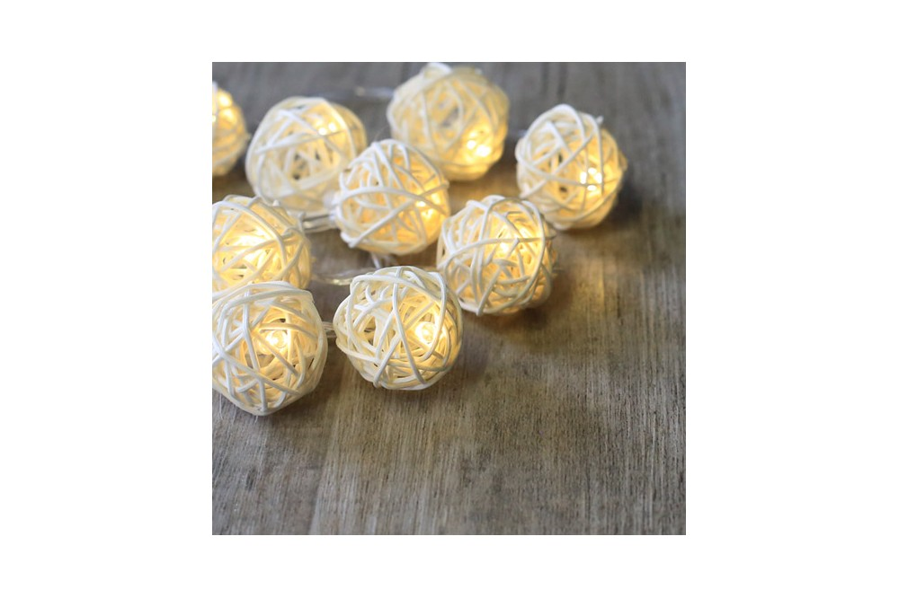 guirlande lumineuse boules rotin blanc pile. Black Bedroom Furniture Sets. Home Design Ideas